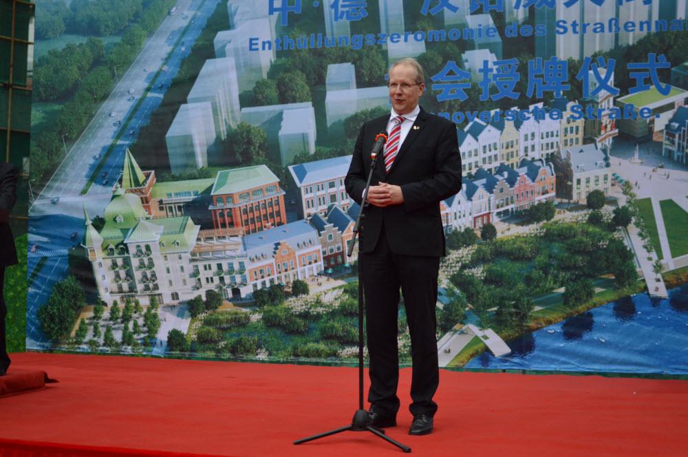 OB Schostok bei Ansprache der Einweihungszeremonie-abakus