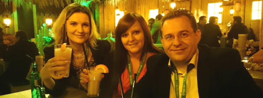 scd16 Party mit ABAKUS als Cocktailsponsor - Auf dem Bild im Event-Restaurant zu sehen: Anna Pianka, Bonnie Swierzy und Uwe Tippmann