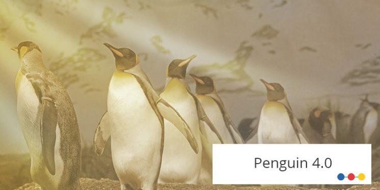 Pinguine neigen ihre Schnäbel nach oben